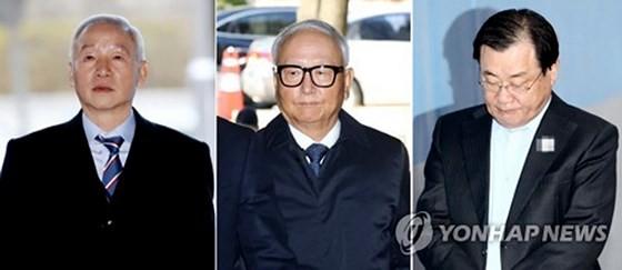 Ba cựu giám đốc NIS bị cáo buộc làm thất thoát ngân quỹ quốc gia và tham nhũng. Ảnh: Yonhap