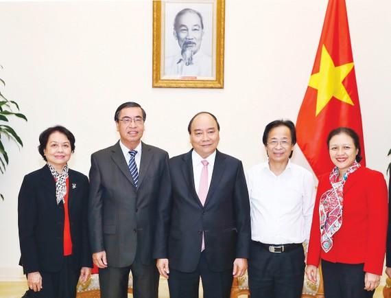 Thủ tướng Nguyễn Xuân Phúc và các đại biểu. Ảnh: TTXVN