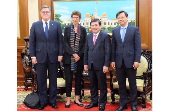 Chủ tịch UBND TPHCM Nguyễn Thành Phong tiếp Đại sứ Grete Lochen. Ảnh: hcmcpv