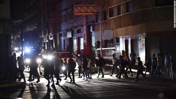 Chính phủ Venezuela đã phải ban bố quyết định yêu cầu đóng cửa các trường học và văn phòng chính phủ do tình trạng mất điện trên diện rộng