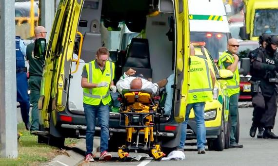 Đưa người bị thương đến bệnh viện