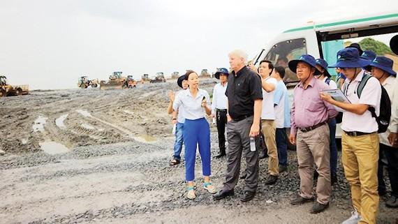 Công tác kiểm tra bãi chôn lấp hợp vệ sinh của Công ty VWS