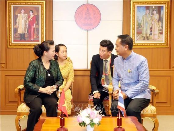 Lãnh đạo tỉnh Udon Thani tại buổi tiếp Chủ tịch Quốc hội Nguyễn Thị Kim Ngân. Ảnh: TTXVN