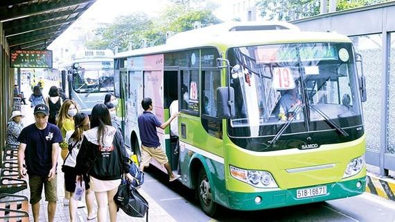Vận tải hành khách công cộng mới đáp ứng 9,2% nhu cầu