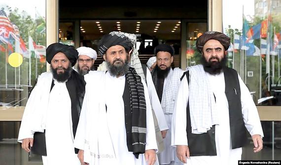 Một phái đoàn Taliban trong cuộc gặp với quan chức cấp cao Chính phủ Afghanistan vào tháng 5-2019 tại Nga