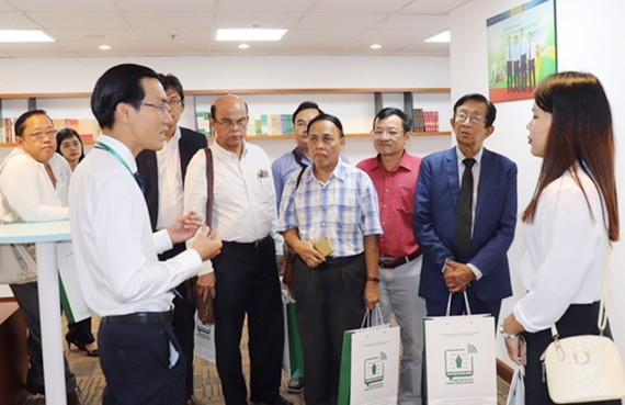 Giới thiệu với đoàn báo chí Myanmar về trung tâm báo chí TPHCM