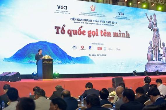 Phó Thủ tướng Trịnh Đình Dũng phát biểu tại Diễn đàn Doanh nhân Việt Nam 2019. Ảnh: VGP