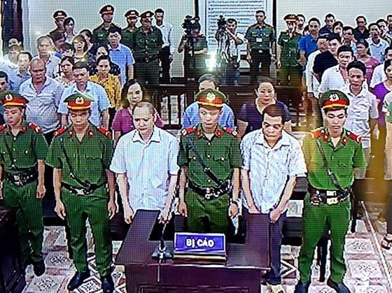5 bị cáo trong vụ án gian lận điểm thi THPT Quốc gia năm 2018 ở Hà Giang tại phiên tòa xét xử sơ thẩm ngày 18-9