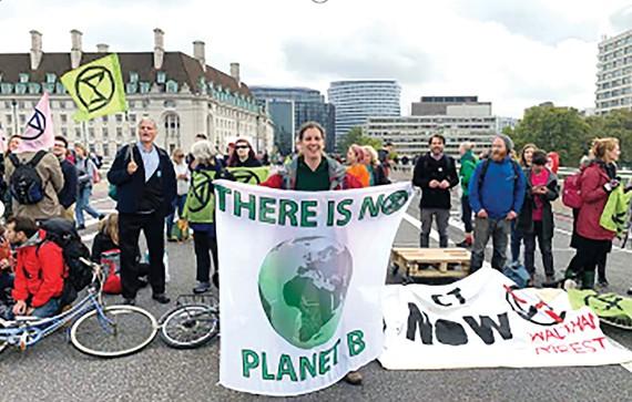 Các nhà khoa học Anh tuần hành ủng hộ các biện pháp giảm tác động của biến đổi khí hậu