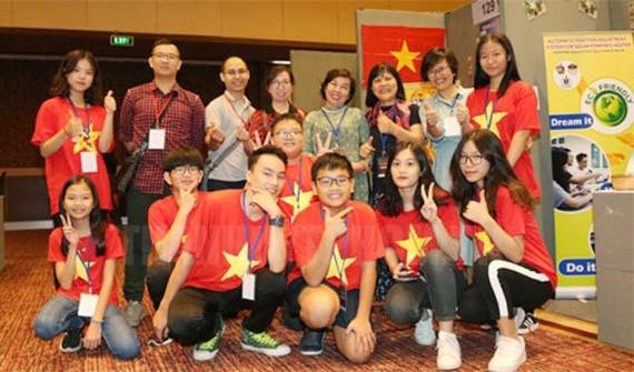 Đoàn Việt Nam tham dự cuộc thi. Ảnh: hcmcpv