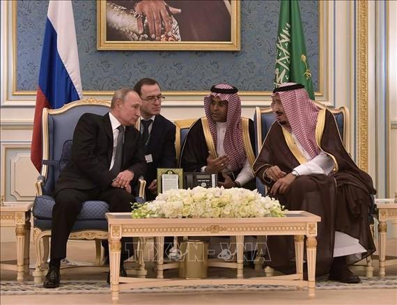 Quốc vương Saudi Arabia Salman (phải) và Tổng thống Nga Vladimir Putin (trái) trong cuộc gặp tại Riyadh, Saudi Arabia, ngày 14-10-2019