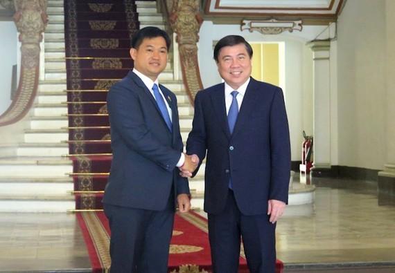 Đồng chí Nguyễn Thành Phong tiếp Tân Tổng Lãnh sự Campuchia tại TPHCM Sok Dareth. Ảnh: hcmcpv