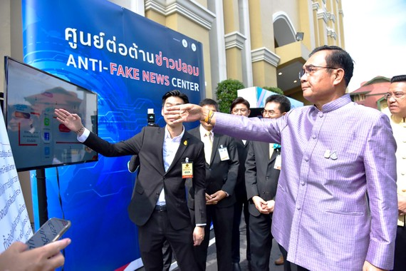 Thủ tướng Thái Lan Prayuth Chan-ocha dự lễ khai trương trung tâm chống tin giả ở Bangkok ngày 29-10