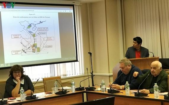 Tiến sĩ Grigory Lokshin phát biểu tại hội thảo.