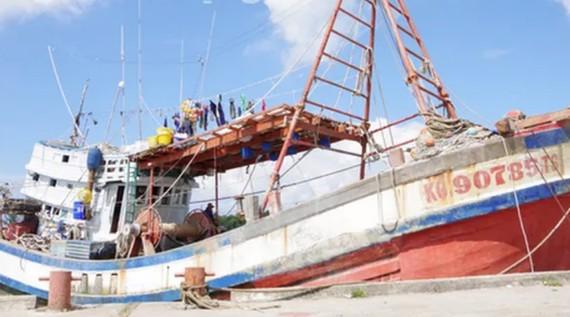 Tàu cá chở ngư dân bị bắn chết. Ảnh: NLĐO
