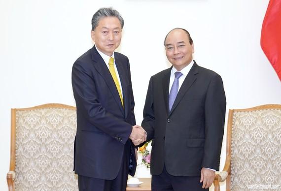 Thủ tướng Nguyễn Xuân Phúc tiếp Viện trưởng Viện Nghiên cứu Đông Á, ông Hatoyama Yukio. Ảnh: VGP