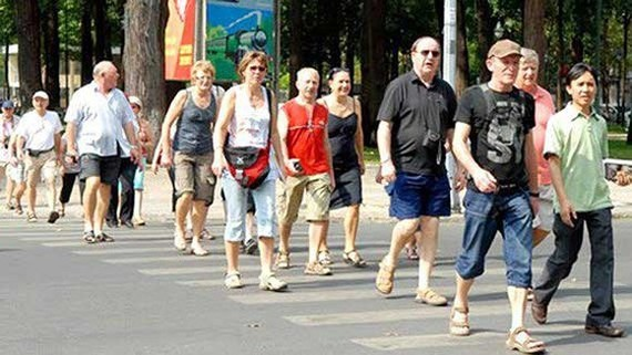Số lượng du khách đến Việt Nam liên tục tăng, chỉ số xếp hạng năng lực cạnh tranh lữ hành và du lịch tăng... nhưng doanh thu từ du lịch lại giảm