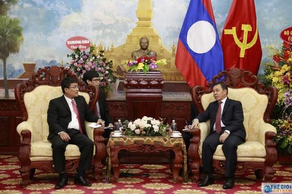 Thứ trưởng Ngoại giao Nguyễn Minh Vũ và Đại sứ Lào Sengphet Houngboungnuang. Ảnh: Thế giới và Việt Nam
