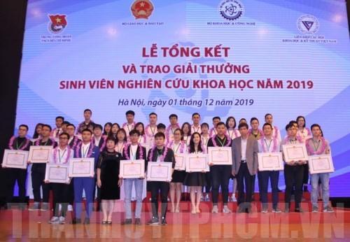 Lễ trao giải thưởng sinh viên nghiên cứu khoa học năm 2019. Ảnh: hcmcpv