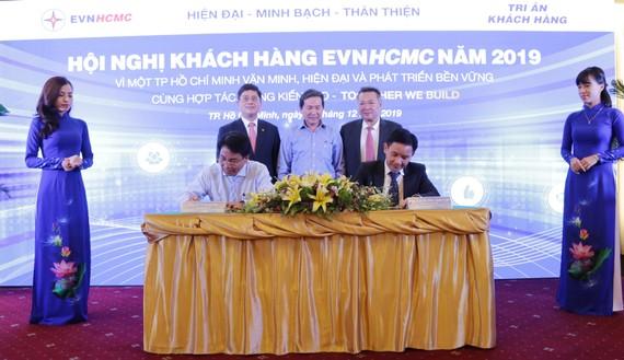 Lễ ký kết giữa Tổng Công ty Điện lực TPHCM với Saigon co.op