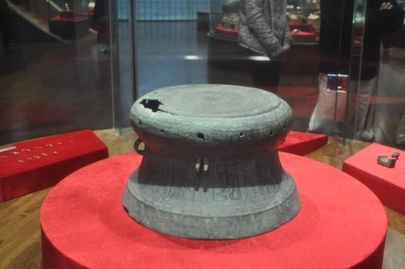 Trống đồng Quảng Chính (Niên đại: Văn hóa Đông Sơn, khoảng Thế kỷ III-II trước Công nguyên; hiện lưu giữ tại Bảo tàng tỉnh Quảng Ninh. Ảnh: baotangquangninh