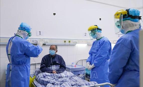 Bệnh nhân nhiễm virus Corona được điều trị tại bệnh viện ở Chương Châu, tỉnh Phúc Kiến, Trung Quốc, ngày 2/2/2020. Ảnh: THX/TTXVN