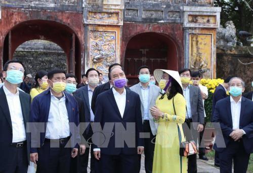 Thủ tướng Nguyễn Xuân Phúc kiểm tra công tác phòng chống dịch tại Quần thể Di tích Cố đô Huế. Ảnh: Thống Nhất – TTXVN