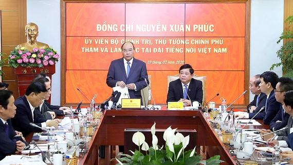 Thủ tướng Nguyễn Xuân Phúc phát biểu tại buổi làm việc với Đài Tiếng nói Việt Nam. Ảnh: TTXVN
