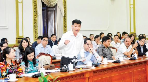 Đại diện doanh nghiệp kinh doanh bất động sản phát biểu tại hội nghị. Ảnh: CAO THĂNG