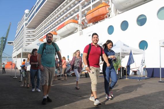 Đón khách từ tàu du lịch 5 sao MSC Splendida vào cảng ODA Thị Vải
