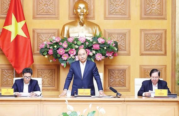 Thủ tướng Nguyễn Xuân Phúc phát biểu tại cuộc họp của Ban Chỉ đạo Trung ương về cải cách chính sách tiền lương, bảo hiểm xã hội và ưu đãi người có công. Ảnh: TTXVN
