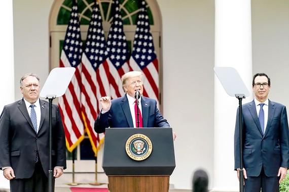 Tổng thống Mỹ Donald Trump họp báo tại Nhà Trắng công bố hàng loạt biện pháp mới với Trung Quốc