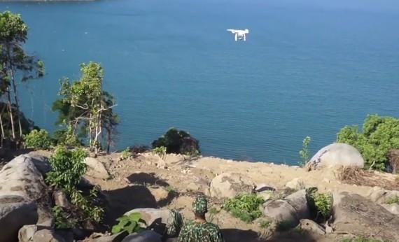 Lực lượng chức năng sử dụng Flycam hỗ trợ truy bắt đối tượng Triệu Quân Sự