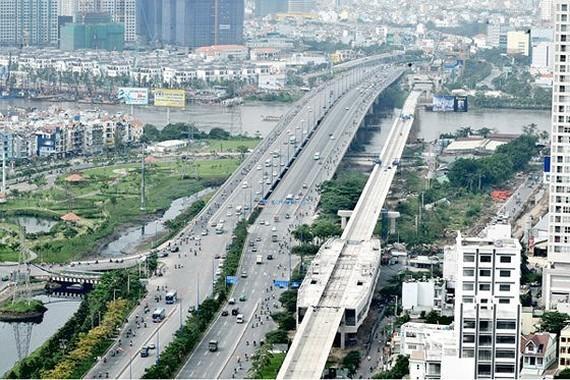 Tuyến metro số 1 đoạn qua sông Sài Gòn. Ảnh: THÀNH TRÍ