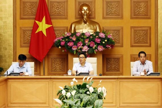 Phó Thủ tướng Vũ Đức Đam, Trưởng Ban Chỉ đạo quốc gia phòng, chống COVID-19 chủ trì cuộc họp sáng 18/6. Ảnh: VGP/Đình Nam