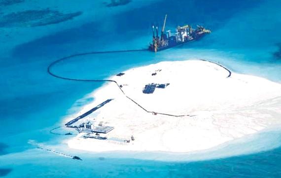 Trung Quốc bồi đắp và xây dựng trái phép trên đảo Gạc Ma thuộc quần đảo Trường Sa của Việt Nam. Ảnh: Reuters