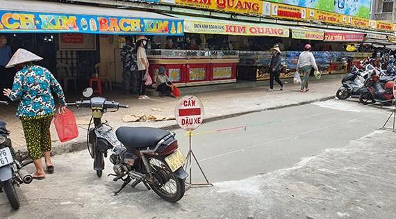 Ban quản lý chợ Hòa Bình đã giải tỏa đống rác