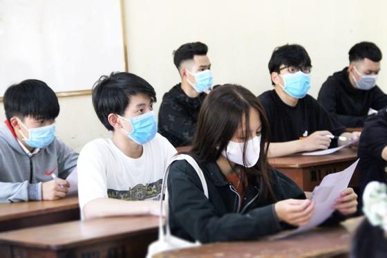Thí sinh tỉnh Quảng Trị tham dự buổi thi vào sáng 10-8. Ảnh: NGUYỄN HOÀNG