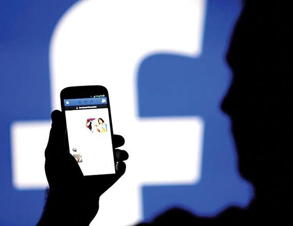 Facebook chỉ trích Apple thu phí cao