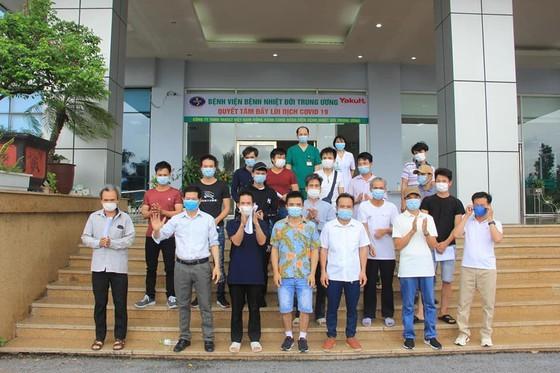Các bệnh nhân Covid-19 được công bố khỏi bệnh tại Bệnh viện Bệnh nhiệt đới Trung ương