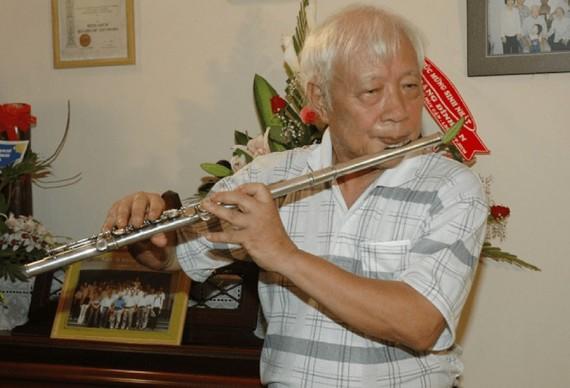 GS Đặng Đình Áng trình diễn flute vào dịp sinh nhật tuổi 80