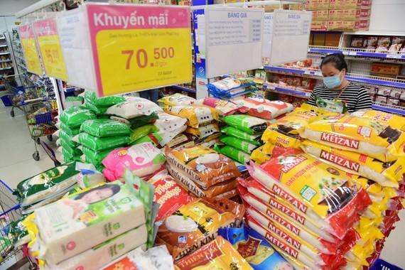 Hàng hóa được các nhà bán lẻ dự trữ và phân phối với giá ổn định