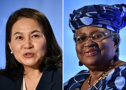 Bà Yoo Myung-hee (bên trái) và bà Ngozi Okonjo-Iweala. Ảnh: The Korea Times