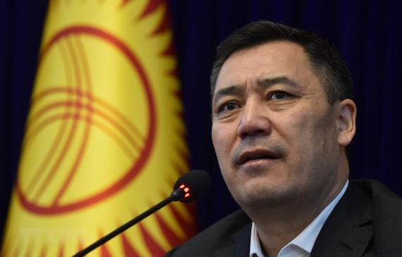 Tân Thủ tướng Kyrgyzstan Sadyr Zhaparov phát biểu tại cuộc họp báo ở Bishkek ngày 10-10-2020. Ảnh: AA/TTXVN