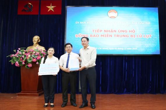 EVNHCMC ủng hộ đồng bào miền Trung 1,5 tỷ đồng