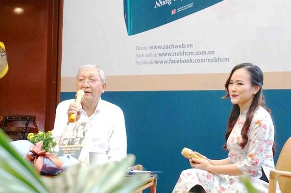 Nhà văn Lê Văn Nghĩa trong chương trình ra mắt tác phẩm mới, được tổ chức tại Đường sách TPHCM
