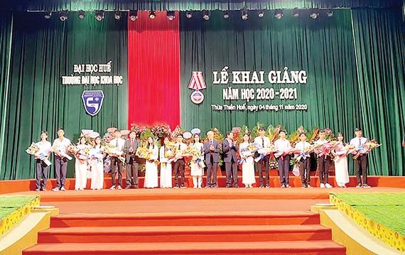 Tập đoàn Xây dựng Hòa Bình trao tặng 50 triệu cho Quỹ Học bổng Giáo sư Hồng Dương Nguyễn Văn Hai