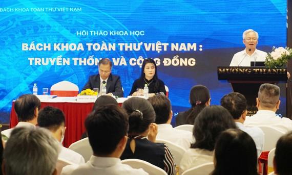 PGS-TS Tạ Ngọc Tấn trình bày ý kiến tại hội thảo khoa học