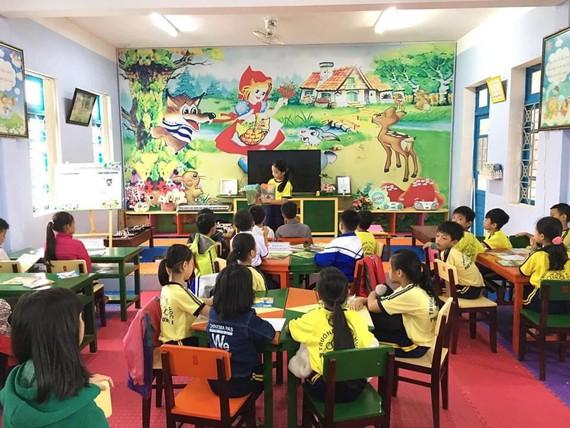 Học sinh trình bày cảm nhận về sách tại thư viện Trường Tiểu học Phú Thượng (Phú Vang, Thừa Thiên - Huế)