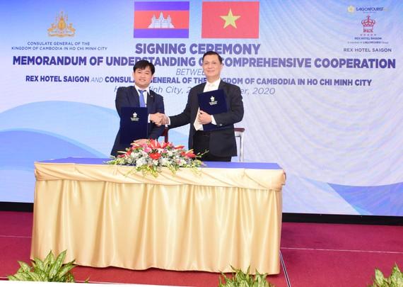 Quang cảnh Lễ ký kết thỏa thuận hợp tác toàn diện giữa Khách sạn Rex Sài Gòn và Tổng Lãnh sự quán Vương quốc Campuchia